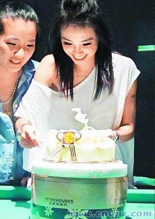 蔡依林坐拥700万身价 生日派对好友眼红欲砍手