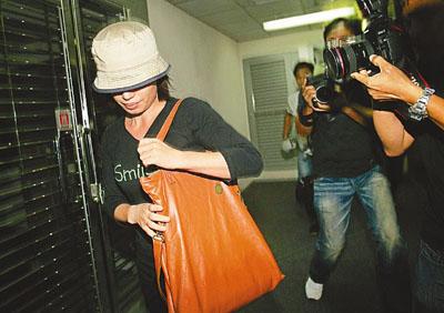 辱骂内地客女导游上诉获从轻发落 改判停牌半年