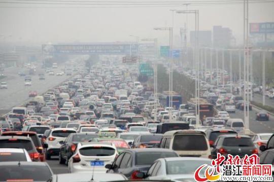 """四问收费公路改革:高速路会否成""""永久提款机""""?"""