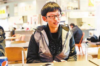 何琦骁收到了纽约大学阿布扎比分校的录取通知书。本报记者