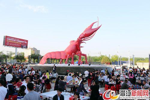 """""""吃龙虾、赏花灯、看演艺"""" 龙虾节带你狂欢十天!"""