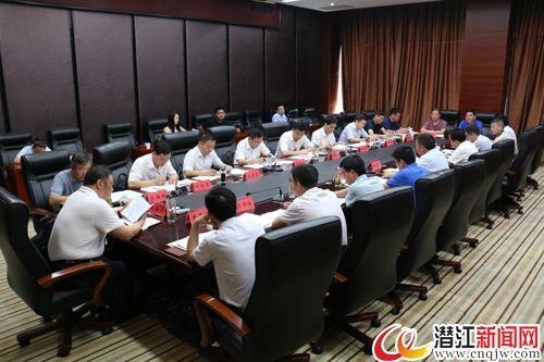 黄剑雄参加市委八届三次全体(扩大)会议一组、四组、八组讨论