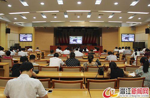 潜江组织党员干部观看政论专题片《将改革进行到底》
