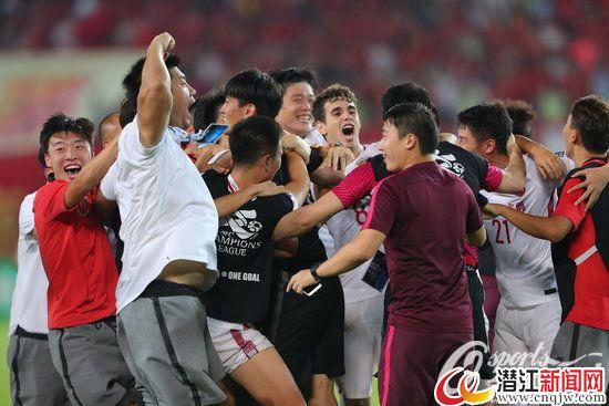 2017年9月12日,2017年亚冠联赛1/4决赛第二回合在广州天河体育场开始第二回合较量,由广州恒大主场迎战上海上港。两队120分钟内战成5比5平,点球大战恒大4:5不敌上港,上港晋级。