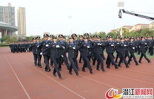 潜江举行城管执法队伍换装仪式