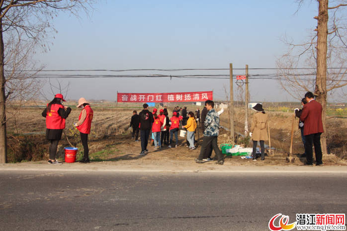 总口管理区组织开展春季植树活动