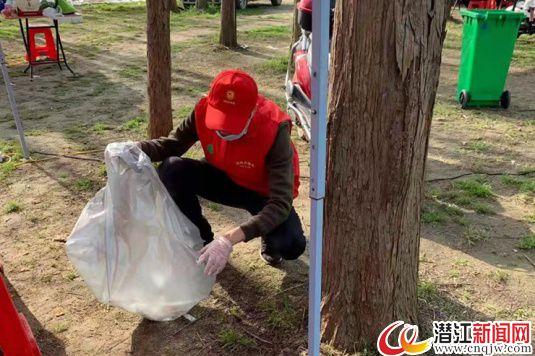 市人社局开展助力美丽乡村建设志愿服务活动
