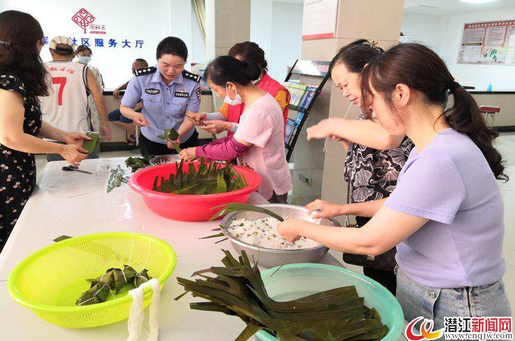 园林街道辉煌社区开展迎端午包粽子活动